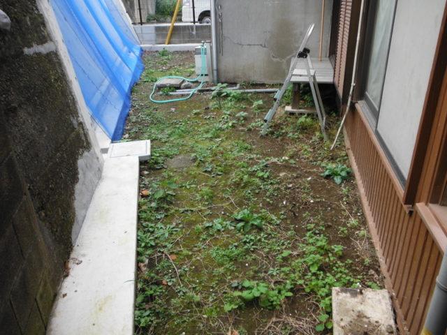明るく歩きやすいお庭へ 施工前の様子