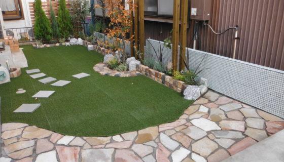 新築のきれいな御宅に合わせた明るいお庭